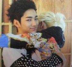 "NU'EST  Ren, Aron  Aron's face is like ""Hey JR i got your boy hehe"""