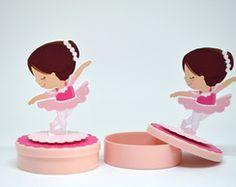 Latinha Bailarina personagem em pé
