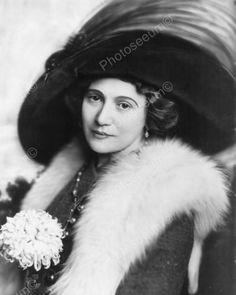 Victorian Lady Fur Classic Hat 1800 Reprint Old Photo Victorian Women, Edwardian Era, Edwardian Fashion, Vintage Fashion, Vintage Clothing, Vintage Photographs, Vintage Photos, Vintage Portrait, Antique Photos