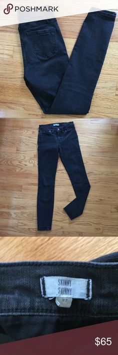 """Madewell Washed Black Skinny Skinny Jeans Sz 27😍 In excellent used condition. Madewell washed black skinny skinny jeans in Women's Sz 27. Waist-25.5"""", rise-8"""", inseam-28.25"""". Madewell Jeans Skinny"""