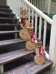 Wood Slice Snowman Set Christmas Decor Wood Slice Snowman Set Christmas Decor Sabine Weihnachten Excited to share this item from my etsy shop Wooden Snowmen nbsp hellip Snowman Christmas Decorations, Christmas Wood, Christmas Snowman, Christmas Projects, Simple Christmas, Holiday Crafts, Christmas Ornaments, Holiday Decor, Log Snowman