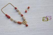 collana corallo bianco e arancio con inserti in metallo dorato lavorato a mano