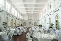 Sri Lanka. Colombo. Dining room in colonial era Galle Face Hotel