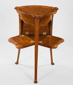A French Art Nouveau table by Hector Guimard in pear wood with trilobed top on tripod support with floral decoration in relief, triangular case with 3 facial flap openings with gilt bronze handles. Unique Furniture, Luxury Furniture, Furniture Design, Lyon, Muebles Art Deco, Art Nouveau Furniture, Art Deco Decor, Art Nouveau Design, Victorian Art