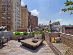Une terrasse bien aménagée en ville