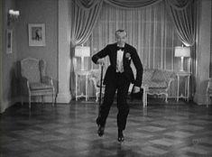 Frederick Austerlitz, más conocido como Fred Astaire, fue un actor, cantante, coreógrafo y bailarín de teatro y cine estadounidense.