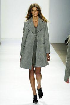 Daria Werbowy runway at Strenesse F/W 2006 : Minimal + Classic STRENESSE - Die neuen Trends von STRENESSE. Elegant in die kalten Tage starten! #STRENESSE -  http://www.outletcity.com/de/metzingen/marken-outlet-strenesse/