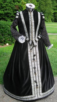 Spanish style Elizabethan Gown 1560-80