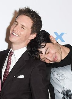 Twitter Eddie Redmayne and Ezra Miller at the FantasticBeasts in Tront Premiere(Nov.8.2016)