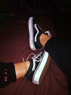 Vans Shoes Fashion, Fashion Outfits, Vans Old Skool Custom, Tenis Vans, Emo Scene Hair, Foto Casual, Stylish Girl Images, Girls Selfies, Bff Pictures