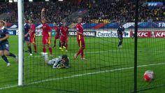 Découvrez les buts de l'Equipe de France féminine face à la Roumanie, le 22 septembre au Mans, lors du premier match des éliminatoires de l'Euro 2017. Les Bleues se sont solidement imposées 3-0 grâce un but de Marie-Laure Delie (16e), et un doublé d'Eugénie Le Sommer (35e et 48e).