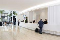 El bienestar de los viajeros va implícito en nuestros proyectos de arquitectura saludable en hoteles. #HotelesSaludables Norman Foster, John Pawson, Zaha Hadid, Unique Hotels, Best Hotels, Hotel Puerta America Madrid, Madrid Shopping, Open Baths, Madrid Hotels