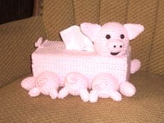 Mama and her babies  Also see Pig Cloche Hat   New items added weekly by pro member tissue box covers and beyond #pigs #pig #tissueboxcovers #crochet #babies
