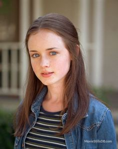 Gilmore Girls TV Series starring Alexis Bledel as Rory Gilmore – dvdbash Estilo Rory Gilmore, Lorelai Gilmore, Rory Gilmore Style, Alexis Bledel, Gilmore Girls Fashion, Gilmore Girls Seasons, Girls Tv Series, Glimore Girls, Lily Collins