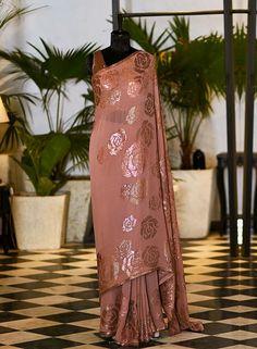 Simple Sarees, Trendy Sarees, Stylish Sarees, Fancy Sarees, Pakistani Wedding Outfits, Pakistani Bridal Wear, Pakistani Dress Design, Dress Indian Style, Indian Dresses