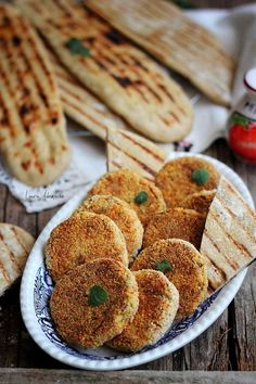 Chitele with chickpeas Veg Recipes, Baking Recipes, Vegetarian Recipes, Healthy Recipes, Good Food, Yummy Food, Tasty, Romanian Food, Savoury Dishes