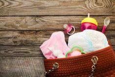 Si votre bébé vous vomit dessus, vous serez heureux-se d'avoir quelque chose pour vous changer.