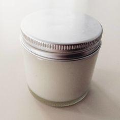 Zelfgemaakte deodorant van kokosolie, baking soda en een paar drupjes etherische olie #shetooktheleap
