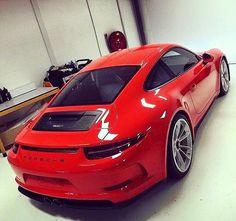 A red Porsche 991 R!