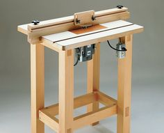 This briefcase-sized package transforms into a full-featured benchtop router table in minutes, and folds up for storage just as quick. Diy Projects Plans, Router Projects, Woodworking Projects Diy, Diy Wood Projects, Build A Router Table, Workbench Designs, Woodworking Workbench, Planer, Open Frame