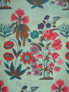 cotton mix sold//PER METRE// 2m LIGHT BLUE FLOWER FLORAL fabric
