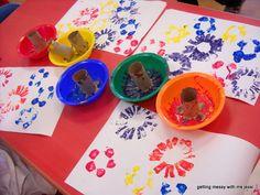 Soy Preescolar: #Ideas para #Reuso de Materiales  #Manualidades para un #Mundo #Sostenible: Los rollos de cartón son un milagro del reuso, ¡sirven para casi todo lo que podamos imaginar! Corta un extremo del rollo, con las forma que prefieras, y luego utilízalo con los niños para pintar hermosas flores de color. ツ  #Preescolar Vuelta a la #Escuela