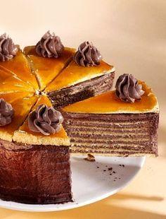 Dobos torta, a Hungarian cake Hungarian Desserts, Hungarian Cake, Romanian Desserts, Hungarian Recipes, Russian Recipes, Sweet Recipes, Cake Recipes, Traditional Cakes, Homemade Cakes