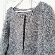 Bild från @mariekgi . En høstjakke från @picklesoslo ...en dåb vill jag minsandten sticka. Helst på sisådär 10 dagar. Det här med tålamod och att inte kunna är liksom inte riktigt min grej. /I just want to master the knitting RIGHT NOW...and make myself an autumnjacket. Instagram Photo
