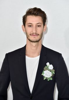 "Pin for Later: Pierre Niney Reprend ""Wannabe"" des Spice Girls . . . Version Comédie Française"