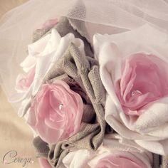 5969f7fe4e4 Bouquet de mariage féérique rose gris blanc et strass de cristal