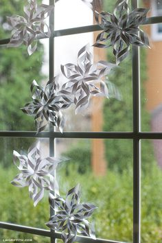 Shimmering Silver Spiral Snowflakes: I want to make these for Christmas decor and leave them up all winter!
