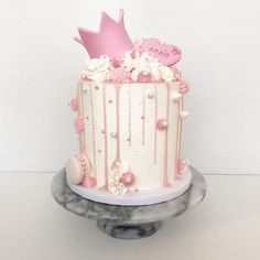 I love this cake. ❤️🎂 - Bake a Cake 2019 Girly Birthday Cakes, Birthday Drip Cake, Girls First Birthday Cake, Girly Cakes, Birthday Cakes For Women, Birthday Cake Decorating, 1st Birthday Princess, Birthday Present Cake, Pink Cakes