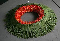 Zdjęcie numer 29 w galerii - 40 kolorowych stroików i dekoracji na Wszystkich Świętych Christmas Wreaths, Design Inspiration, Halloween, Holiday Decor, Floral, Diy, Feathers, Flowers, Autumn Decorations