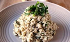 This kid-friendly risotto may be missing some normal risotto ingredients (like wine) but it tastes just as good! It& great for kids that are new to solids as it is tasty, easy to eat and nutritious, with hidden spinach for an iron boost. Chicken Mushroom Risotto Recipe, Mushroom Chicken, Mushroom Recipes, Creamy Chicken, Healthy Chicken, Baby Food Recipes, Cooking Recipes, Toddler Recipes, Toddler Food