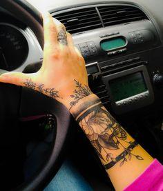 61 Cute Tattoo Bracelet Design Just For You - Suitable Fashion Ideas for You Armband Tattoos, Forearm Tattoos, Finger Tattoos, Body Art Tattoos, New Tattoos, Sleeve Tattoos, Tribal Hand Tattoos, Cute Hand Tattoos, Tattos