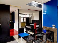 Schröder House: in Utrecht, De Stijl meets design and architecture Bauhaus, Schroder House, Modern Furniture, Furniture Design, Magazine Deco, Interior Decorating, Interior Design, Utrecht, Architecture Design
