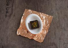 Ciocolată raw vegan cu polen şi fistic