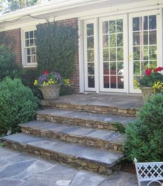 Great patio steps to replace an old deck. these would transition down to a ground level patio very nicely!: Great patio steps to replace an old deck. these would transition down to a ground level patio very nicely! Front Porch Steps, Back Patio, Backyard Patio, Backyard Landscaping, Diy Patio, Landscaping Ideas, Porch To Patio, Patio Stairs, Exterior Stairs