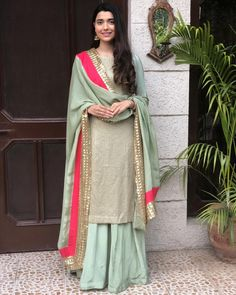 by Look Pakistani Party Wear, Indian Party Wear, Pakistani Dress Design, Pakistani Outfits, Punjabi Suits Party Wear, Indian Wear, Designer Punjabi Suits, Indian Designer Wear, Latest Punjabi Suits