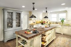 Amazing kitchen ! that island is to die for!