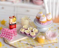 Miniature Lemon Cupcake Baking Set por CuteinMiniature en Etsy