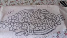Form Crochet, Crochet Diagram, Filet Crochet, Flower Embroidery Designs, Machine Embroidery Designs, Decoupage, Romanian Lace, Point Lace, Sewing Hacks