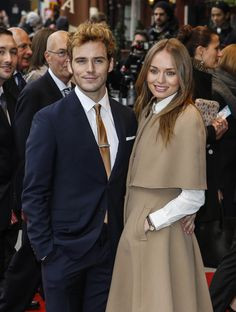 Finnick from Hunger Games is MARRIED! (Sam Claflin & Laura Haddock)