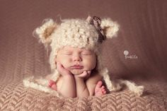 Baby bear photo shoot idea! Adorable.