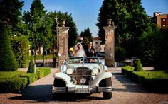 L'arrivo degli #sposi in una macchina d'epoca