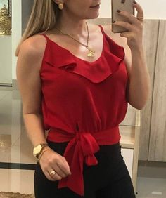 Você usaria? 😍 Se sim siga o perfil @mulherenergy ❤ . . . #roupa #look #vestimenta #lookoftheday #fashiongram #vestuarios #outfitoftheday… Classy Outfits, Casual Outfits, Cute Outfits, Blouse Styles, Blouse Designs, Sewing Blouses, Diy Vetement, Shirt Blouses, Fashion Dresses