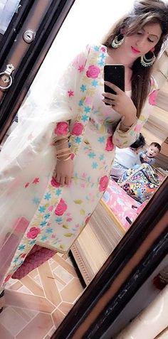 Pinterest: @pawank90 Punjabi Salwar Suits, Punjabi Dress, Pakistani Suits, Pakistani Dresses, Patiala, Indian Suits, Indian Attire, Dps For Girls, Girls Dp