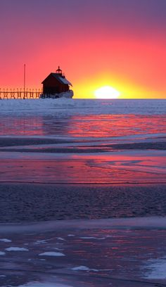 Grand Haven South Pierhead Entrance Light where the Grand River runs into Lake Michigan in Grand Haven, Michigan • Photo: Kevin Ryan on Flickr