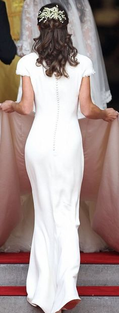 Would love to find this dress for my own wedding! Pippa's butt looks great in it!