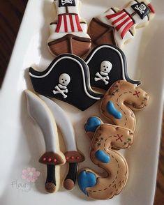 Pirate Birthday Cake, Pirate Cupcake, Halloween Birthday, Birthday Cookies, 4th Birthday Parties, 5th Birthday, Pirate Cookies, Party Decoration, Pirate Theme